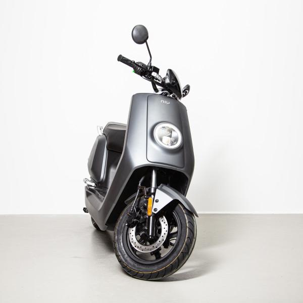 NIU NQi Sport Mattgrau 45 km/h Elektrorolle E-Roller L1e
