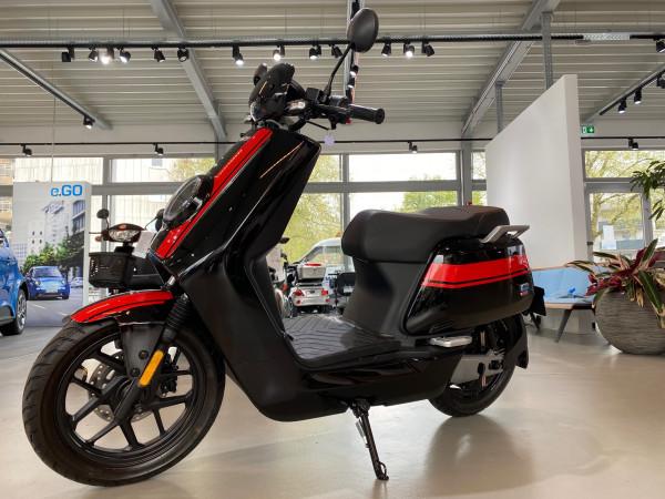 NIU NQI GTs Elektro Roller Schwarz Rot 70km/h 02