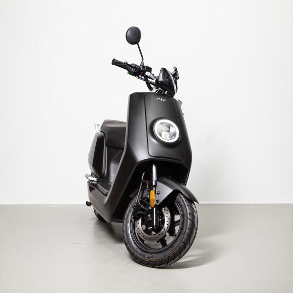 NIU NQi Sport Mattschwarz 45 km/h L1e Elektroroller E-Roller